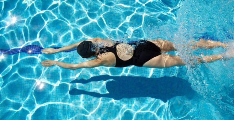 Tips Perlindungan Rambut Saat Berenang